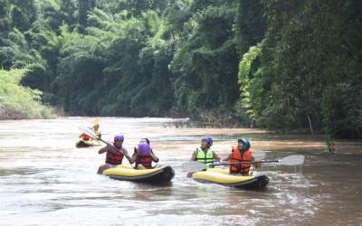 kayakking-in-laos